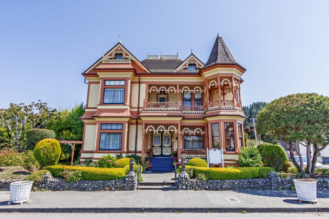 Choosing The Right Paint Colors For Your Victorian Style House - How-to-paint-a-victorian-style-home